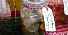 Servera Ernsts citrussill på julbordet! Gör det enkelt med 5-minuterssill och smaksätt med mandarin, citron och lime. Sillen håller i 3-4 veckor i kylen.