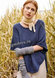 Темно-синее асимметричное пончо с рукавами. Вязание спицами