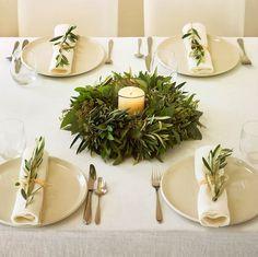 Centro con olivo, al igual que los servilleteros. Simpleza y elegancia. #navidad #mesas #elegancia