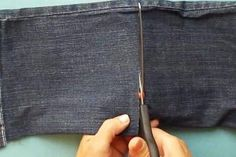Don't throw out old jeans. Here are 17 genius ways to reuse them Couture Main, Triangle Quilt Pattern, Purl Bee, Her Cut, Purl Soho, Altering Clothes, Jeans Material, Old Jeans, Denim Bag