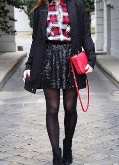 A vendre sur #vintedfrance ! http://www.vinted.fr/mode-femmes/jupes-patineuses/19089214-jupe-patineuse-a-sequins-noirs-36