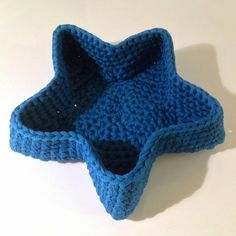 Crochet Star Basket - Free Crochet Pattern - Pattern In Finnish - See https://translate.google.com/translate?sl=auto&tl=en&js=y&prev=_t&hl=en&ie=UTF-8&u=http%3A%2F%2Fpaapoputiikki.blogspot.fi%2F2014%2F02%2Ftahtikori.html For English Pattern Translation And Then See http://www.ravelry.com/projects/estherkate/how-to---translate-foreign-patterns---english-to-finnish For English Translation Of Finnish Crochet Stitches And Terms - (paapoputiikki.blogspot)