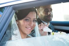 Llegada de la novia emocionada.