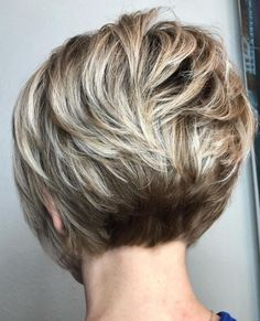 Very Short Wavy Stacked Bob With Bronde Balayage kurzhaar, The Full Stack: 50 Hottest Stacked Haircuts Short Hairstyles For Thick Hair, Thin Hair Haircuts, Layered Bob Hairstyles, Short Hair With Layers, Short Bob Haircuts, Short Hair Cuts For Women, Curly Hair Styles, Wavy Layers, Short Stacked Haircuts