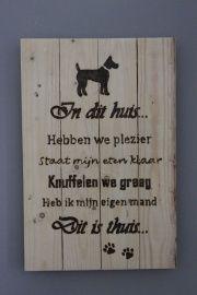 Tekstbord pallethout, reclaimed wood, In dit huis, hond  €15,-