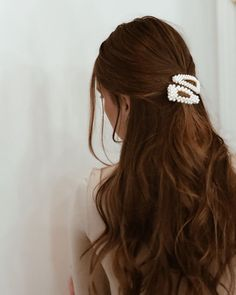 Endless Ways To Style Pretty Hair Accessories – Hair Clips, Scarf, Pin - Hair and Beauty eye makeup Ideas To Try - Nail Art Design Ideas Clip Hairstyles, Pretty Hairstyles, Hairstyle Ideas, Black Hairstyle, Bridal Hairstyle, Formal Hairstyles, Weave Hairstyles, Office Hairstyles, Lazy Hairstyles