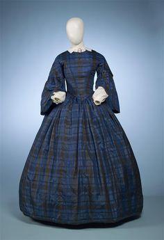 Black and blue plaid silk dress, 1850s Fashion, Victorian Fashion, Vintage Fashion, Vintage Gowns, Vintage Outfits, Dress Vintage, Civil War Fashion, Civil War Dress, 19th Century Fashion