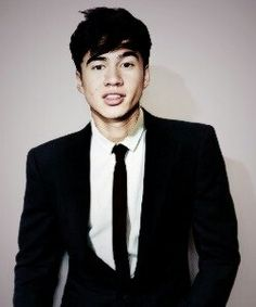 Omg Calum Hood. Tho that looks like someone stuck his head on different body..! Oh well ... Love him all the same .. :)
