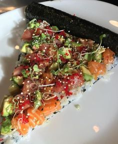 """"""" idreamofsushi: """"Happy Pi π Day! Celebrate with…sushi pizza pie? 🤔 Photo by """" More delicious and healthier than normal pies 😍 """" I like where your mind is at."""" I can roll with that. Sushi Recipes, Seafood Recipes, Asian Recipes, Cooking Recipes, Healthy Recipes, Sushi Pizza Recipe, I Love Food, Good Food, Yummy Food"""