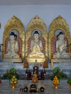 Buddhist temple in Thai style, Guansi town, along road 118.