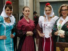 Ana, Luisa, Clara y Rita en las fiestas de la Paloma de Madrid
