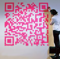 handcrafted QR codes-- composed of hershey kisses, post-it notes, and other materials-- are part of a guerrilla campaign to bridge the boundaries of print and digital and to spread interesting media throughout new york city. Art Post-it, Post Its, Post It Art, Pixel Art, Code Art, Plakat Design, Print Design, Graphic Design, Sticky Notes