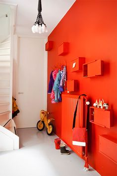 Liven up family spaces with a coat of tangerine tango! (via 101woonideeen magazine)