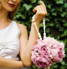 este ramo también podríamos hacerlo con flores de tela, pero con nuestro touch fritilaria, te animas?