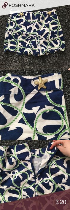 Like new mud pie anchor shorts Rarely worn adorable anchor shorts with scalloped edges and gold starfish buttons. Zipper in back. Meant to fit a 4-6 Mud Pie Shorts