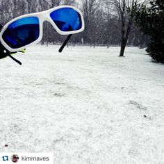 ❄️❄️❄️ #Repost @kimmaves ・・・ Not just for sun. Snowy and windy run today. Surprisingly sunglasses are a good thing to have during the winter. @xx2i  #wisconsin #getfit #xx2i #bibchat #winter #snow #sunglasses #run #runner #running #marathontraining #runsonplants