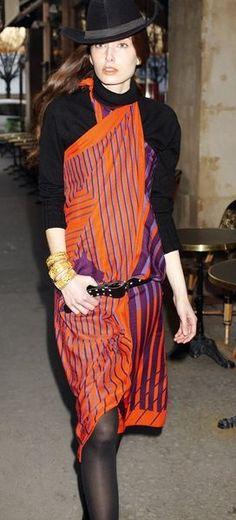 """Die+schönsten+Fashion+Looks+aus+dem+""""Petit+Journal+de+la+Soie""""+von+Hermès"""
