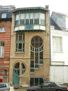 Rue du Lac 6 - Ixelles - Maison construite par l'architecte Ernest Delune en 1902 - Ancienne demeure et atelier du maître-verrier d'origine autrichienne Clas Gruner Sterner.