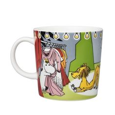 Moomin mug summer 2017 by Arabia, only made as a limited set. The design features Moomintroll, Moominpappa, Little My, Snorkmaiden and lion and it is taken from Tove Jansson's book Moominsummer Madness. Moomin Mugs, Tove Jansson, Moomin Valley, Little My, Ghibli, Finland, Illustration Art, Illustrations, Tea Cups