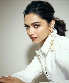 Bollywood's most talented diva Deepika Padukone is on cloud 9 these days .Her movie Chhapaak Deepika Ranveer, Deepika Padukone Style, Deepika Padukone Hairstyles, Indian Celebrities, Bollywood Celebrities, Indian Bollywood Actress, Indian Actresses, Hairstyles For Gowns, Dipika Padukone