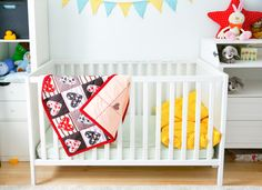 Baby blanket // bedding // baby bedding // heart print // modern baby blanket // nursery bedding // soft blanket // cotton // baby shower // birthday gift // stroller blanket // baby shower gift // blanket // heart print  The size of this blanket is ideal for a stroller/buggy, baby crib or as a tummy time playmat. Top stitched for quality, long product life an...