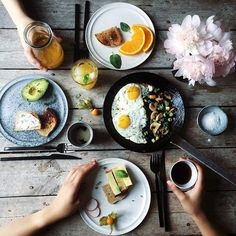 Immagine tramite We Heart It #avocado #bread #breakfast #candle #carrot #cheese #egg #flower #flowers #food #green #grey #hand #hands #honey #life #may #morning #mushroom #mushrooms #orange #photo #photography #soft #spring #table #tea #tumblr #white #instagram