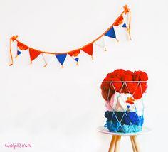 Kijk wat ik gevonden heb op Freubelweb.nl een gratis patroon van @wolpleinpins om leuke vlaggetjes voor Koningsdag te maken https://www.freubelweb.nl/freubel-zelf/zelf-maken-met-haakkatoen-vlaggetjes/