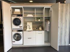 Lavar, planchar, secar... son tediosas tareas que se hacen más confortables teniendo una zona de lavado.   En este proyecto no podían faltar electrodomésticos como la lavadora o la secadora, con una colocación en columna para aprovechar mejor el espacio.  El fregadero, para poder lavar una prenda a mano o para quitar manchas difíciles, un montón de espacio gracias a los muebles extraíbles y abiertos, una barra perchero para colgar la ropa, etc. Laundry Cupboard, Laundry Room, Beautiful World, Beautiful Homes, European Laundry, Küchen Design, Stacked Washer Dryer, Apartment Design, Home Appliances