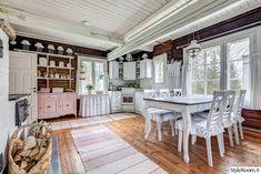 keittiö,vaaleanpunainen,ruokapöytä,romanttinen,torppa