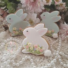 Absolutely adorable Easter cookies by . Which picture did you like most? Please comment 👇 . Fancy Cookies, Cute Cookies, Royal Icing Cookies, Holiday Cookies, Cupcake Cookies, Sugar Cookies, Easter Cupcakes, Easter Cookies, Cookie Gifts