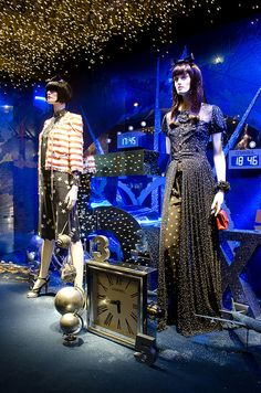 Vitrines de Noël au Printemps Haussmann by Bee.girl, via Flickr