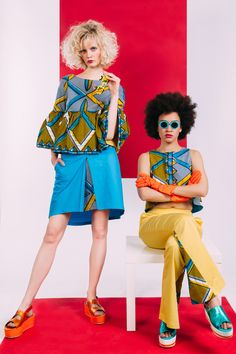 The wide three-quarter ruffle sleeves in combination with rhombus pattern give all the lights to this stylish Sista Yellow Rhombus Shirt. It matches perfectly with Sista blue skirt, Sista yellow pants or your jeans.