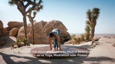 Briohny Smyth hat schon fast überall auf der Welt Yoga praktiziert und ist der Star in der amerikanischen Yoga-Szene. In der Wüste Kaliforniens spricht sie jetzt über die einzigartige Gruppendynamik, die dich in ihrem CYBEROBICS-Kurs erwartet. #EscapeEverydayLife #cyberobics