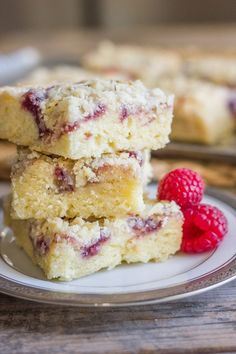 These Raspberry Almond Crumb Bars are amazingly delicious. I couldn't even bring myself to share them!