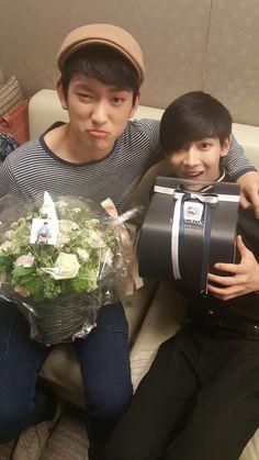 Look Like Twin ^^ Jr. & BamBam