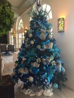 christmas tree silver 30 classy and elegant floral christmas tree ideas 19 * remajacantik Blue Christmas Tree Decorations, Peacock Christmas Tree, Elegant Christmas Trees, Turquoise Christmas, Ribbon On Christmas Tree, White Christmas, Merry Christmas, Frozen Christmas Tree, Diy Christmas