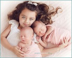 Share the spotlight with a sibling: | 34 Beautiful And Creative Photography Ideas For Twins