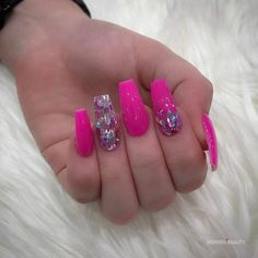 Gorgeous hot pink nails, cute and fun choice, here are some hot pink nail designs to chooce from. Coffin nail with glitter Pink Glitter Nails, Hot Pink Nails, Pink Acrylic Nails, Colorful Nail Designs, Nail Art Designs, Nails Design, Gorgeous Nails, Pretty Nails, Nagel Bling