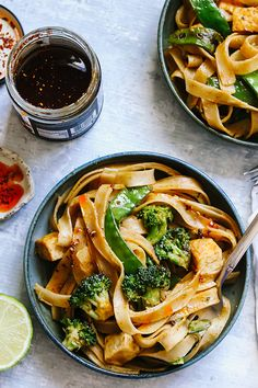 30 Minute Creamy Coconut Red Curry Vegetable Peanut Noodles Coconut Recipes, Vegan Recipes, Meatless Recipes, Delicious Recipes, Vegetarian Appetizers, Vegetarian Breakfast, Green Veggies, Vegetables, Peanut Noodles