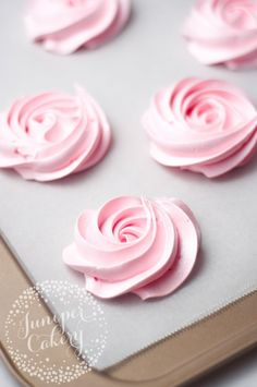 How to make meringue rosettes by Juniper Cakery * Wilton tip 2D