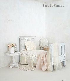 Verkochte miniaturen/Sold Out Miniature Rooms, Miniature Furniture, Dollhouse Furniture, Bedroom Photos, Home Bedroom, Bedrooms, Dollhouse Design, Mini Doll House, Dollhouse Accessories