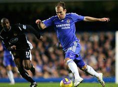 ARJEN ROBBEN Chelsea Fc Players, Chelsea Football, World Of Sports, Football Players, Soccer, England, Club, Running, Boys