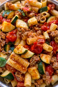 Rigatoni with Sausage, Tomatoes, and Zucchini - Baker by Nature Calling all pasta lovers! This hearty Rigatoni with Sausage, Tomatoes, and Zucchini is for you! Zucchini Dinner Recipes, Easy Pasta Dinner Recipes, Pasta Recipes, Easy Meals, Sausage Rigatoni, Sausage Tortellini, Zucchini Tomato, Zucchini Pasta, Pasta With Zucchini And Tomatoes