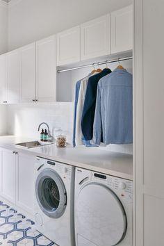깔맞춤한 보기좋은 세탁실인테리어 ▶시스템가구를 활용하여 세탁실 겸용 욕실을 만들어주었습니다. 이런 ...