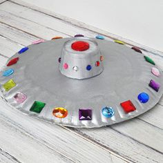 Paper Plate UFO Kids will love making this flying saucer from paper plates and craft jewels! This would be great hanging from the ceiling of a bedroom or playroom as well. The post Paper Plate UFO was featured on Fun Family Crafts. Kids Crafts, Family Crafts, Preschool Crafts, Projects For Kids, Outer Space Crafts For Kids, Craft Projects, Space Kids, Creative Crafts, Easy Crafts
