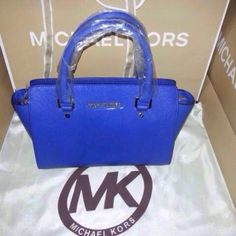 MICHAEL Michael Kors Tote - Travel Medium  see you tonight....   ...  Why is this us.  .   . .