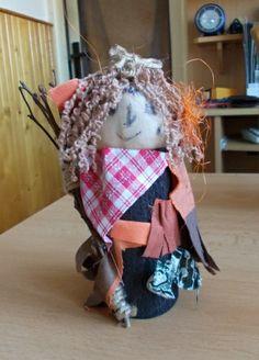 čarodějnice Emilka z ruličky od toaletního papíru
