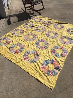 Vintage quilt.  Dresden quilt.  Yellow quilt.  Vintage Dresden.