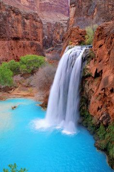 Havasu Falls, refreshing American oasis all to yourself. The hike to this piece of paradise is hard, but totally worth it...