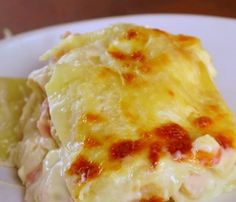 White Sauce Lasagna A creamy, decadent take on a classic that will have you coming back for seconds . and thirds.A creamy, decadent take on a classic that will have you coming back for seconds . and thirds. White Sauce Lasagna, White Chicken Lasagna, White Sauce Pasta, Good Food, Yummy Food, Delicious Desserts, Tasty, Pressure Cooker Recipes, Ground Beef Recipes